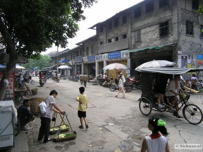 http://si-chuan.nl/wp-content/uploads/Sfeer-uit-Sichuan/19-sfeerbeeld-uit-sichuan-4-.jpg