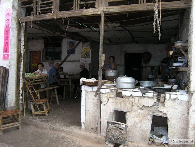 http://si-chuan.nl/wp-content/uploads/Sfeer-uit-Sichuan/22-keukentje-.jpg