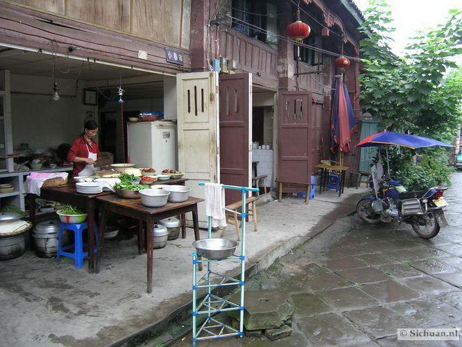 http://si-chuan.nl/wp-content/uploads/Sfeer-uit-Sichuan/23-keukentje-2-.jpg