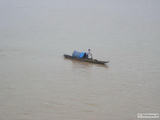 http://si-chuan.nl/wp-content/uploads/Sfeer-uit-Sichuan/24-bootje-op-rivier-.jpg
